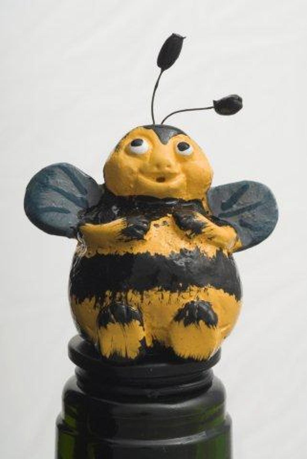 Bee bottle stopper